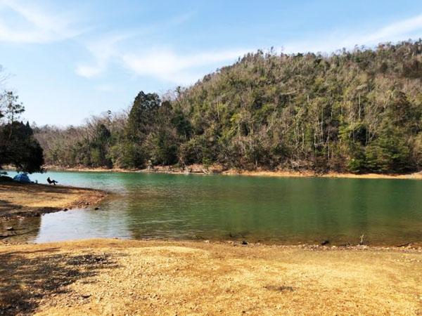 画像: 山奥にある秘境中の秘境「沢の池」。
