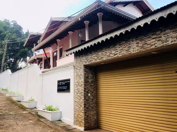 画像: スリランカの首都コロンボ郊外のキリバスゴダに開設されたスパイスカレー食堂LABOと日本語学校「緒里美日本語学院」。