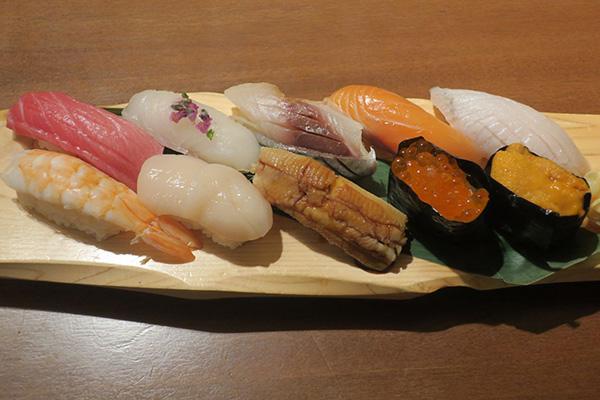 画像: 「鮨割烹 華林」橋本竣太氏の「握り10種」2500円。