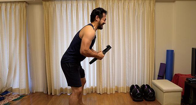 画像: ソフトに付属しているリングコンは見た目以上に頑丈。思いっきり両腕で潰しにかかってもびくともしない。全力で運動に取り組める。