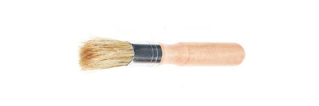 画像: 付属の掃除ブラシ。これでコンテナにたまったチャフを掃き出せる。