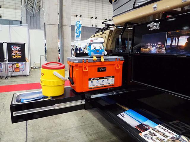 画像: 荷台にはボランティア機材や被災地での自活の為の用品を収納できる「Dプロイボックス」を搭載