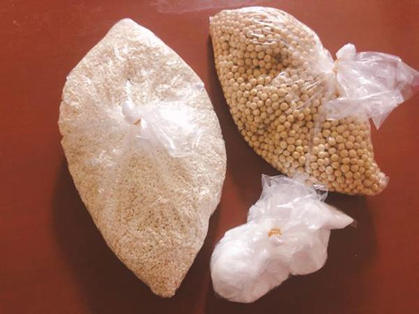 画像: 手作り味噌セットの大豆・米こうじ・塩。すべて国産です。
