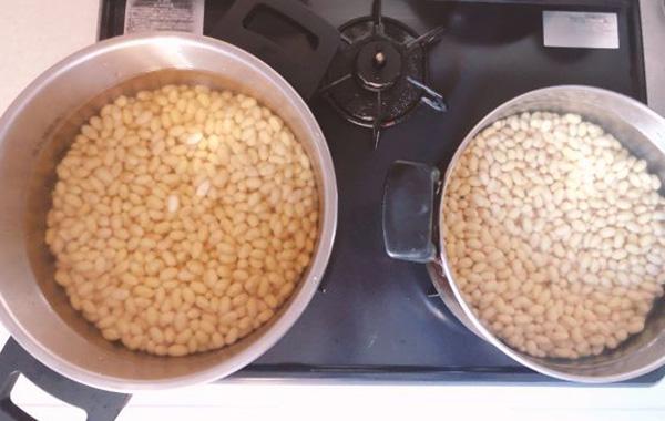 画像: 我が家の大鍋2つに分けて煮ました。