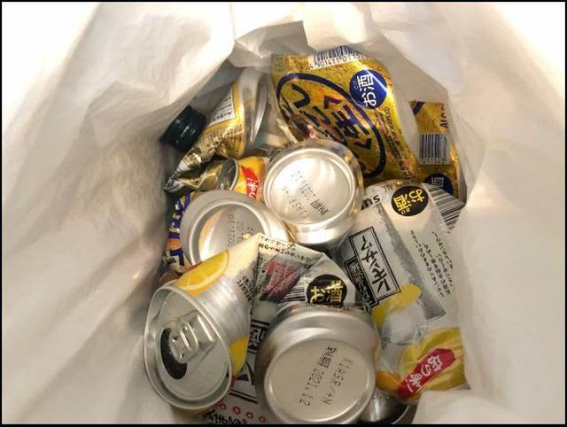画像: 空き缶がどんどんたまっていきます