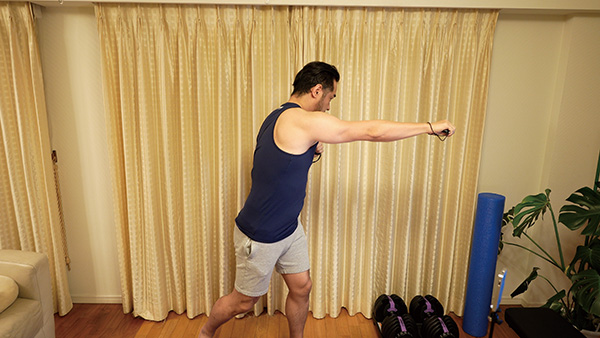 画像: 一つ一つの運動はコンパクトだが、20分くらい続けてプレーすると、うっすら汗をかいてくるはず。水分補給を忘れずに。