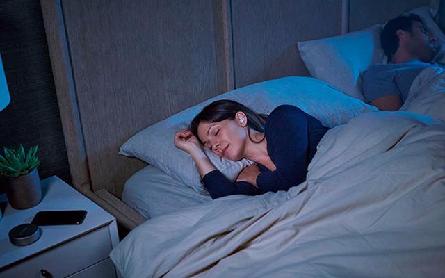 画像2: 騒音を抑えて眠りをサポートするイヤホン