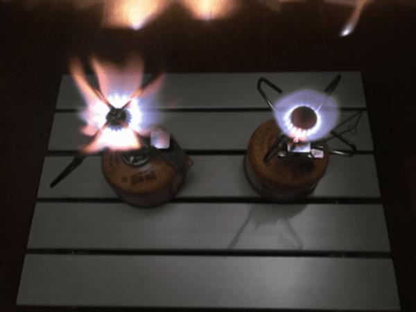 画像: 火力はトップクラスです(左のバーナーがウルトラバーナー、右がギガパワーストーブ)