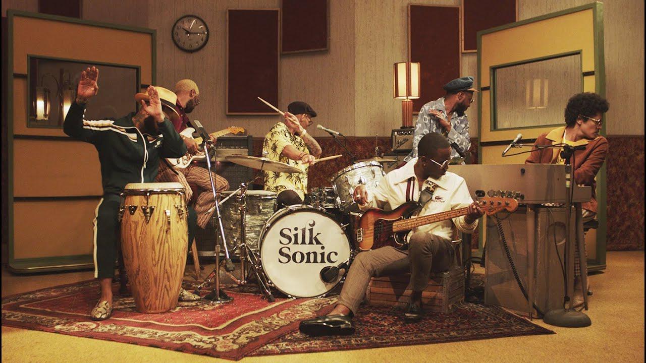 画像: Bruno Mars, Anderson .Paak, Silk Sonic - Leave the Door Open [Official Video] youtu.be