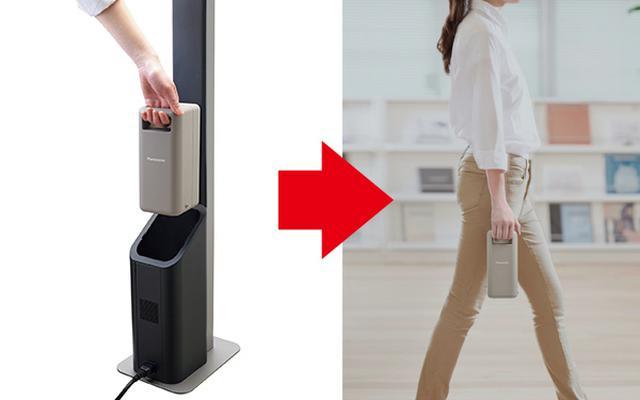 画像: イーブロック単体は3キロ弱なので、取り外して手軽に運べる(写真左はイーブロックスタンド。セットの実売価格例は17万6000円)。