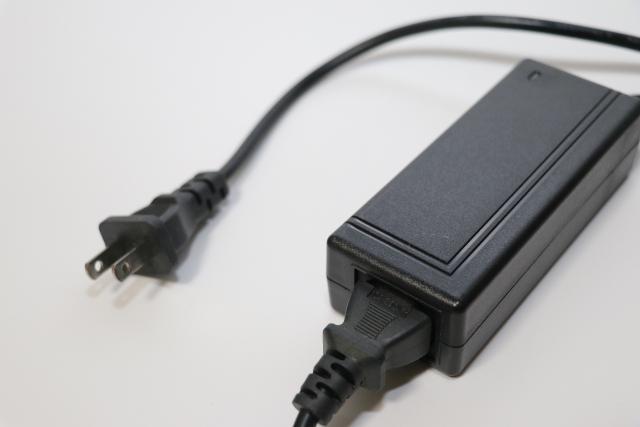 画像: 充電方法はSwitch Liteがシンプルでわかりやすい