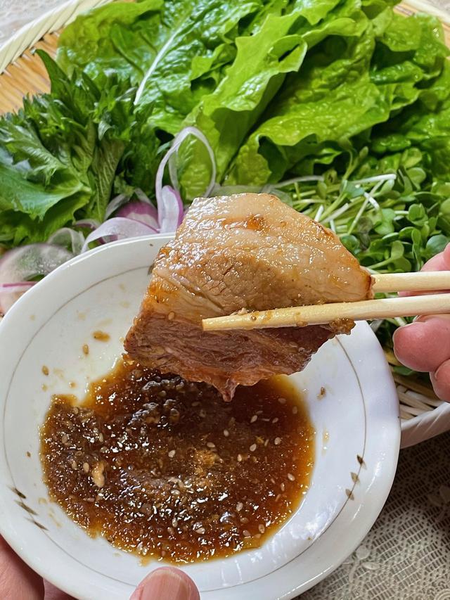 画像: お肉を生野菜と食べると彩りもよく、栄養バランス的にも◎です。