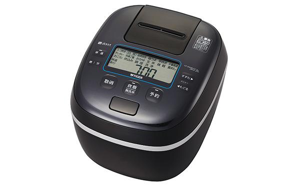 画像: 「可変W圧力IH」+「釜包みIH」による加熱方式を採用した5.5合炊きの炊飯器。凹凸が少なく、メンテナンスしやすいデザインとなっている。