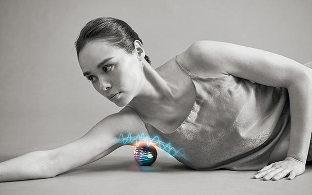 画像2: 背中、お尻、ふくらはぎ、足裏などの部位にピンポイントで刺激を与えるボール型EMS