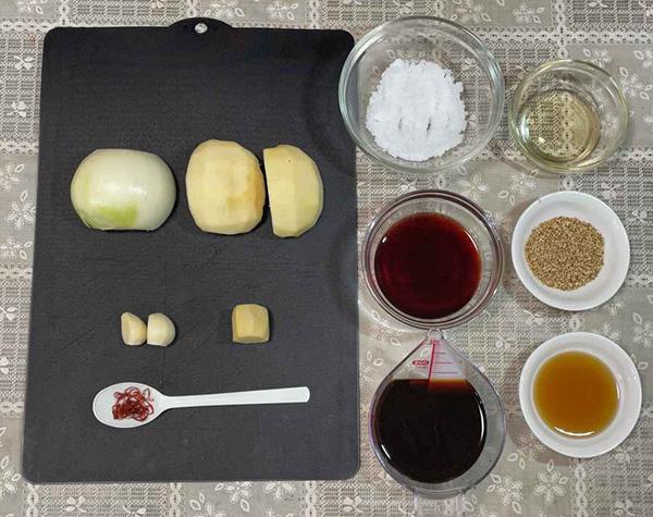 画像: りんごの甘みと玉ねぎのうま味が仲良く溶け合う優しい味わいが、甘口たれの持ち味です。