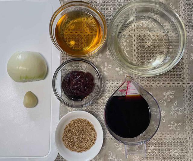 画像: 甘口タレよりも少ない材料。コチュジャンはスーパーなどで手に入ります。