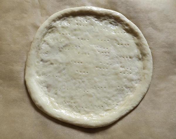 画像: オリーブオイルは料理用のハケで塗ると便利ですが、スプーンや手で塗ってもOK。