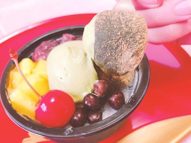 画像: ぷるぷるのわらび餅と上品な苦みが特徴の抹茶ホイップクリームが美味。