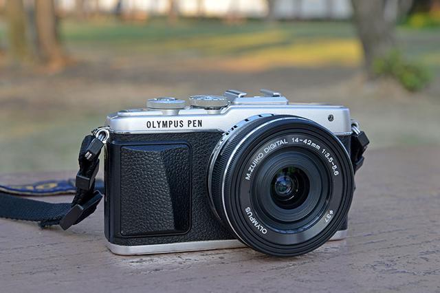 画像: 実際に、中古店で見つけて購入した「オリンパス PEN Lite E-PL7+M.ZUIKO DIGITAL ED 14-42mm F3.5-5.6 EZ」。メイン機種をサポートするサブカメラや、気軽に携行する散歩用カメラとして活用している。