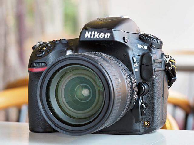 画像: 高画素タイプのデジタル一眼レフやミラーレスカメラは、もともと高価な製品である。だから、新品と中古品の価格差も大きくなりやすい。これは有効3630万画素のフルサイズデジタル一眼レフ「ニコン D800」。2012年の発売で、当時の新品価格は30万円前後。現在は、8万円前後(※)で実用上問題がない中古品が買える。