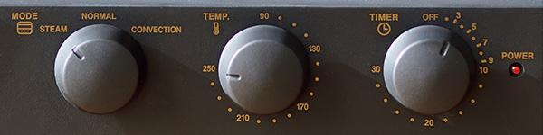 画像: 調理方法に応じ、「スチーム」「ノーマル」「コンベクション」のモードをダイヤルで切り替える。