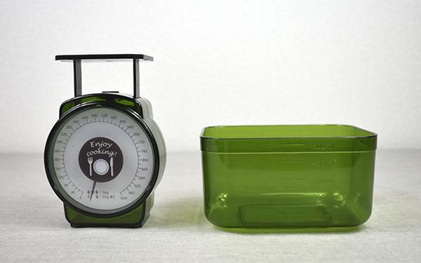 画像: 目安計がすっぽりはまる計量容器つき