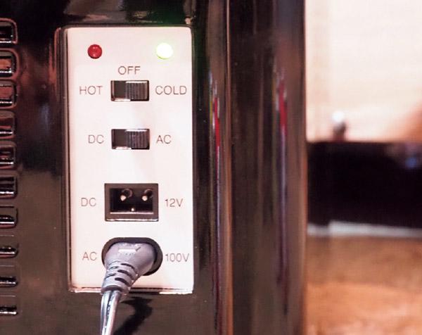 画像: 背面に保冷・保温の切り替えスイッチがある。
