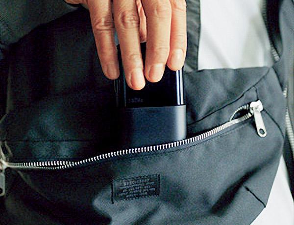 画像: バッグにもすっぽりと収まるコンパクトサイズ