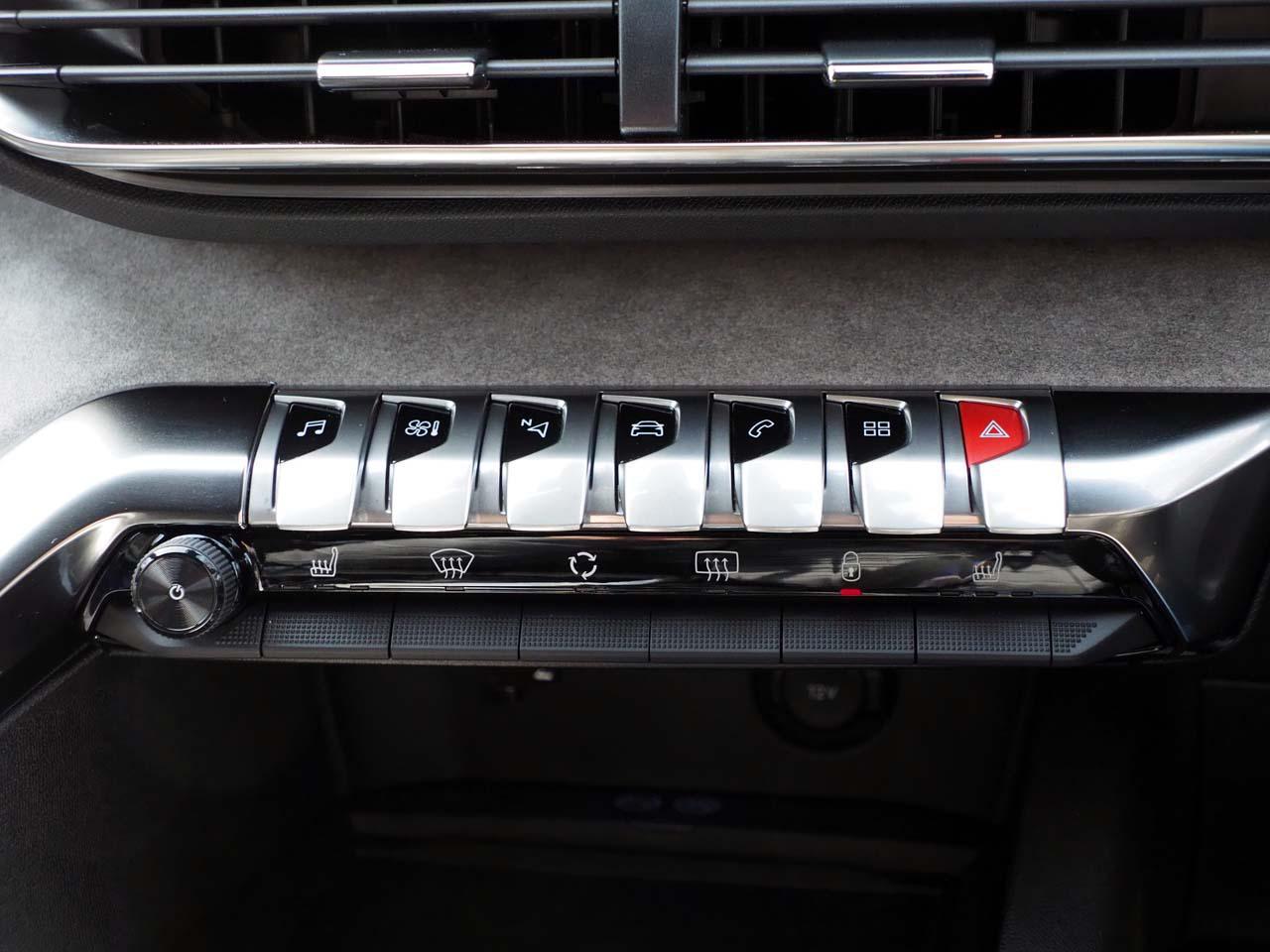 画像: 抜群に使いやすいピアノタッチの操作スイッチ(写真:3008GT