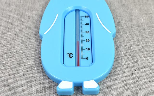 画像: ペンギンのお腹に湯温計がついている