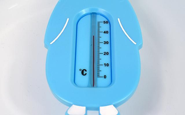画像: お湯に浮かばせるだけで温度が測れる!