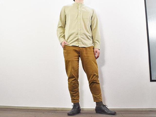 画像: サラリとした着心地の「アイロンがけのいらないスタンドカラーシャツ」