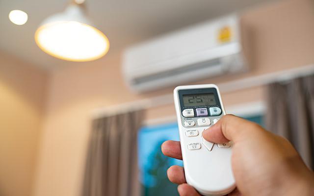 画像: つけっぱなしで電気代が安くなるのは、断熱性の高い家屋であることが最低条件。古い木造モルタル建築の場合は、人のいないときにはオフにしたほうがお得になるケースが多い。