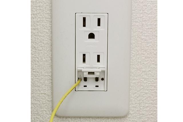 画像: 漏電、感電防止のためにアース線の接続は必要。アース付きコンセントが遠い場合、アース線を分配したり、延長したりすることも可能。