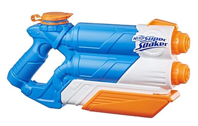 画像: レバーを引くたびに、2本の水流が発射される。タンク容量975ミリリットル。