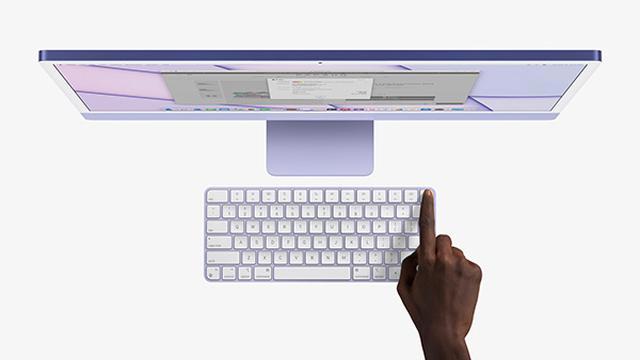 画像: 本体と同色のキーボードとマウスが付属。下位モデル以外のキーボードはTouch ID搭載でロック解除や支払いも指紋でOKだ。