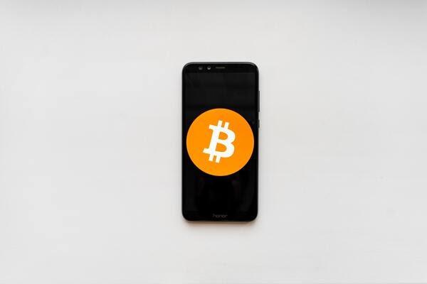 画像: 仮想通貨とは、インターネットで取引される通貨を指す。(写真はイメージ/unsplash)