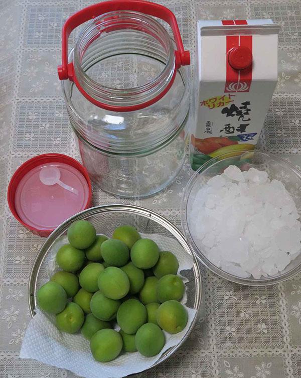 画像: 保存瓶は、ぬるま湯で洗った後にホワイトリカーやアルコールで消毒してから使いましょう。耐熱性ガラスであれば熱湯消毒もOK。