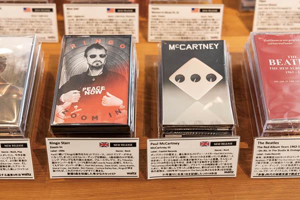 画像: P・マッカートニーやリンゴ・スターなどは、新作をカセットでも同時発売。