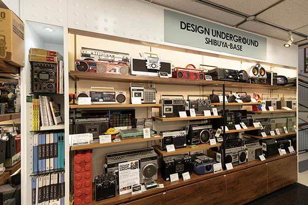 画像: 東急ハンズ渋谷店の店頭で、整備済みラジカセを実際に見て、試聴して選べる。店主在席時なら修理の相談も可能だ。