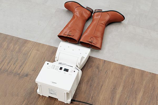 画像: 熱に弱い革製品などは、低温の送風モードで対応。
