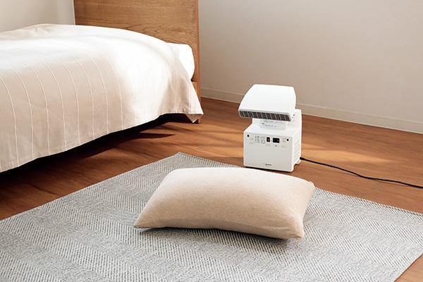 画像: 対象物に送風口を向けてスイッチを押せば、70℃の熱風で乾燥を行う。
