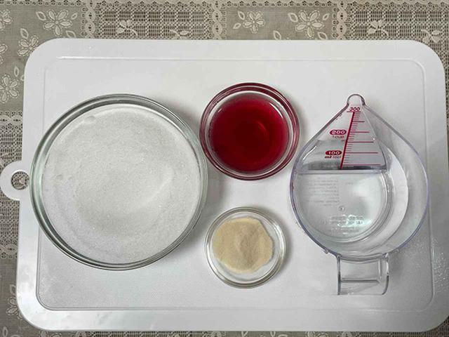画像: ぶどうジュース寒氷の材料。この分量で60個以上作れます。砂糖の量がすごい…。