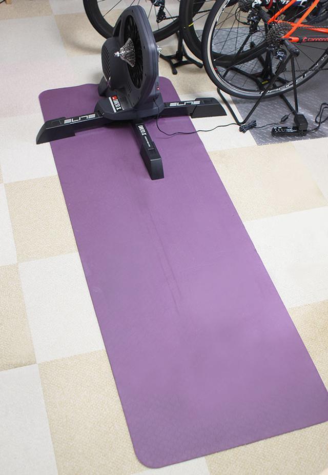 画像: 防振・防音マットを敷くことで、動作音を軽減できる。