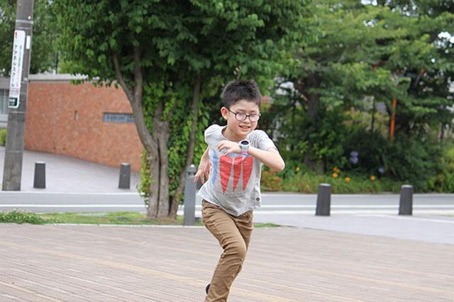 画像: 子供はたいてい寄り道をするもの…。