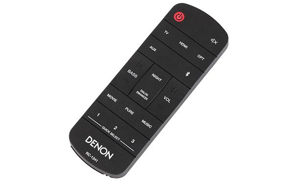 画像: リモコンが付属。テレビとARC接続した場合は電源操作が自動連動するので、テレビのリモコンで本機の音量を調整することができる。