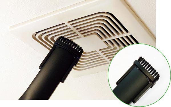 画像: 隙間用ノズルはとても便利だが、換気口などでは、もう少し毛が長いと、奥からかき出しやすい。