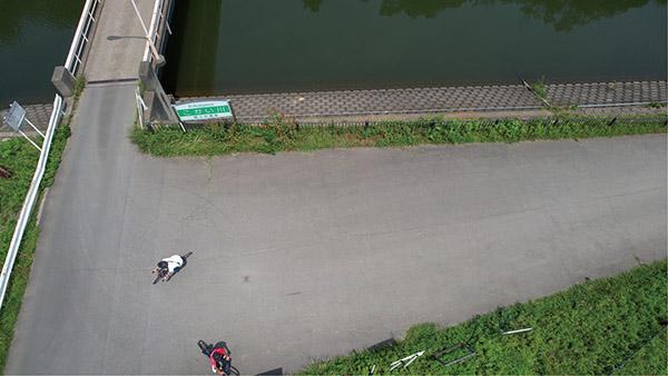 画像4: カメラは常にロードバイクの被写体を向く