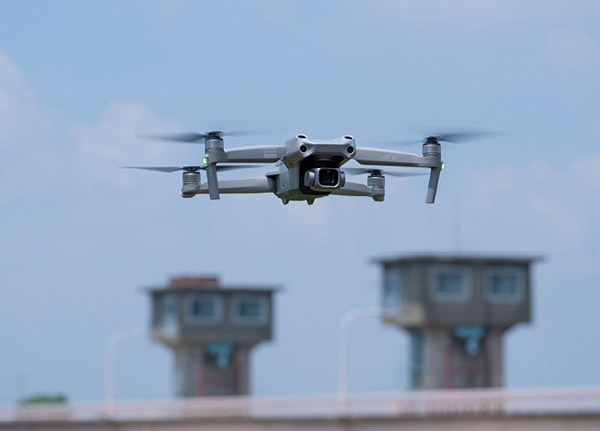画像: 飛行操作 5 ドローンのインテリジェント機能でいろいろな角度から自動撮影する