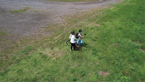画像6: 被写体にカメラを向けたまま円を描いて飛ぶ